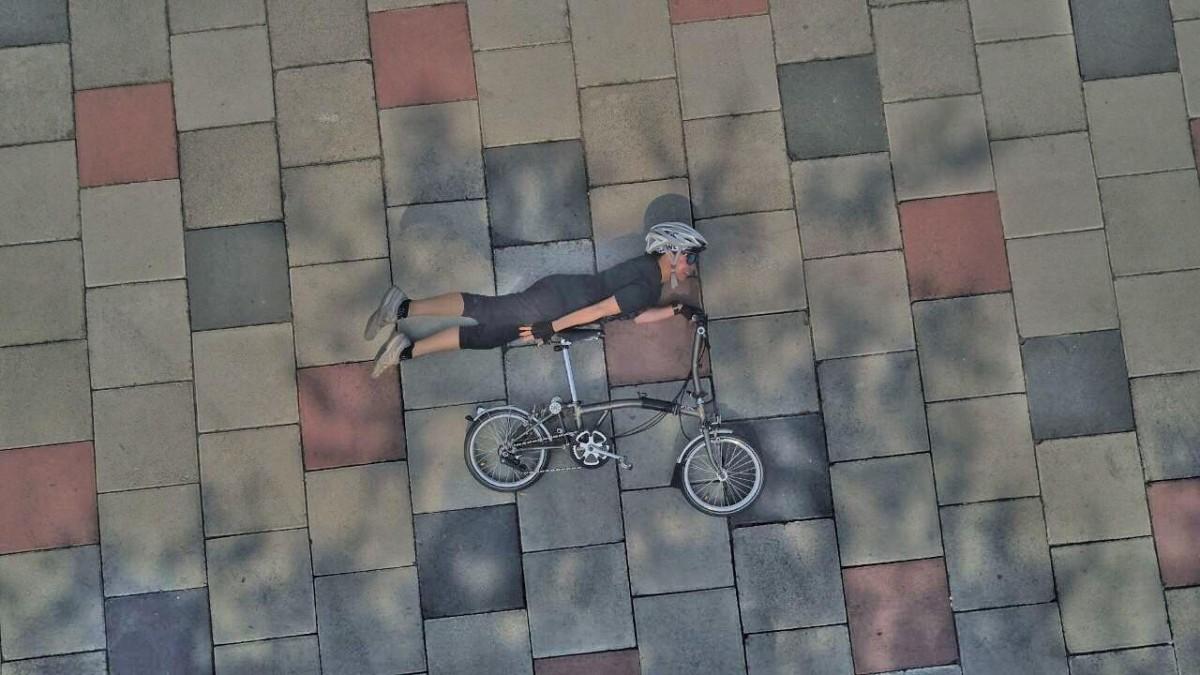 Bikeberry Surabaya Berkreasi Fotografi Hanging - MainSepeda com