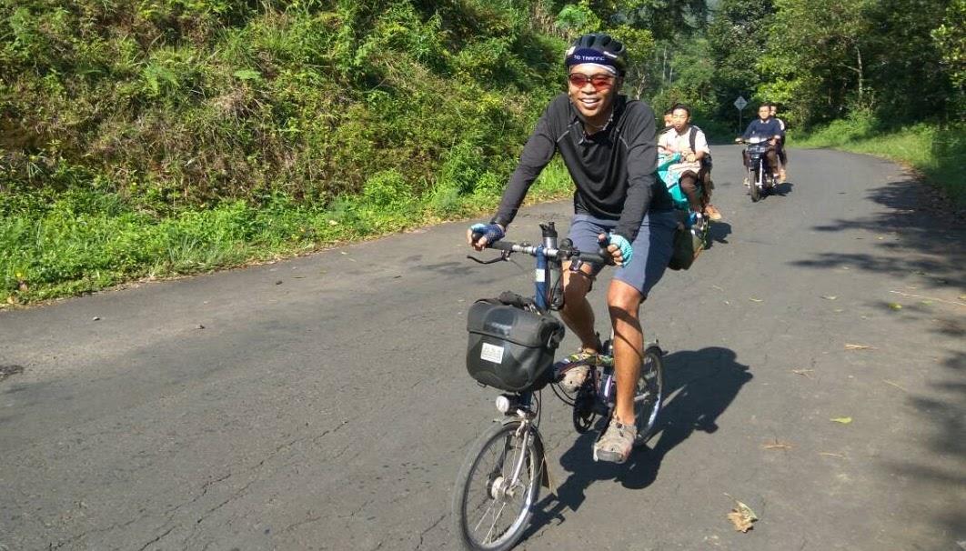 Meditasi Ala Endot Turing Ribuan Kilometer Dengan Sepeda Lipat Mainsepeda Com